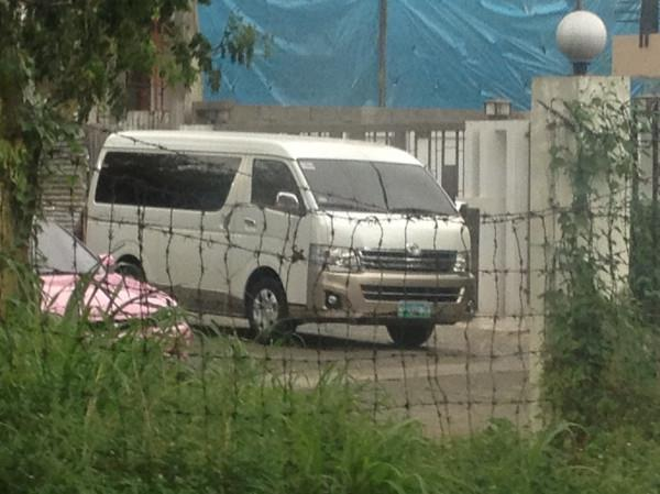 FROM PEX Who owns this white Grandia? Spotted at LGV around 5:15pm, today… :)
