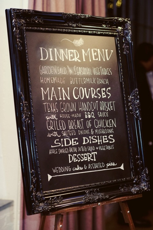 I love the idea of this menu… the picture frame with the chalk board! Easy to make at home.. Perfect for a buffet too. Which I will unfortunately have.