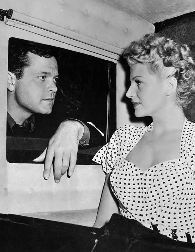 vintalgia:  Orson Welles and Rita Hayworth in a publicity photo for The Lady from Shanghai, 1947