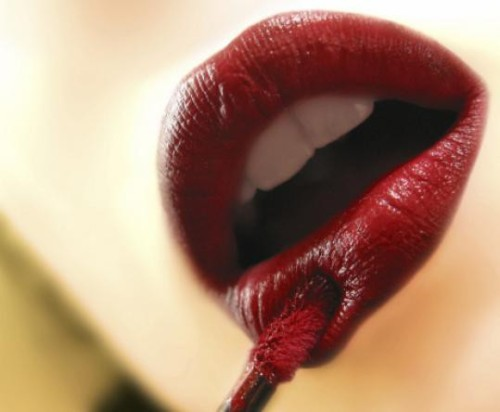 submissivegent:  Red lips: the quintessence if feminine power.