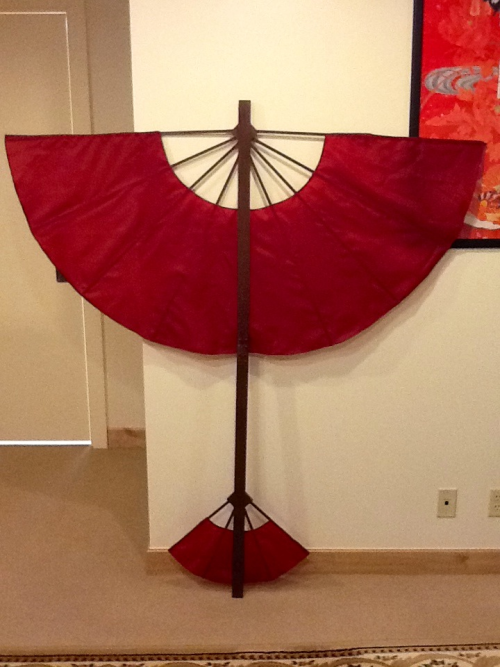 teenybee:  Jinora glider complete! There's a lot I'm going to replace on it since its a rush job for my photoshoots but it'll do :) it's 6 feet long and 5 foot wingspan, I used a mending plate to help with travel so hopefully that doesn't show up in photos too much >  This is too awesome! I'm making my kids jinora, ikki, and meelo costumes. This would be so perfect to build!