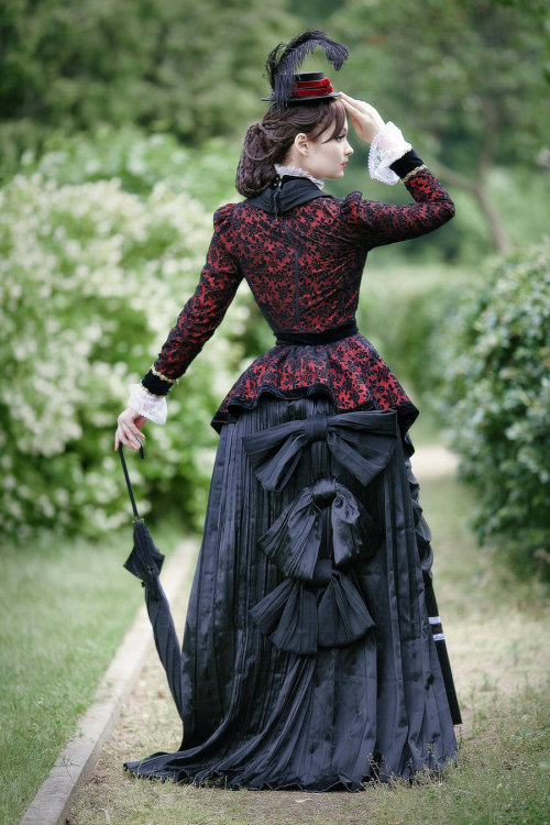 gothiccharmschool:  What a lovely outfit!