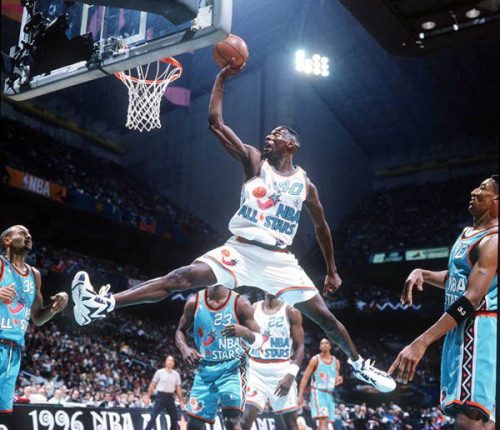 This was the first NBA game I ever watched. Shawn Kemp was a beast back in these days.