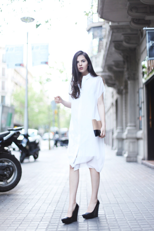 BeLighter StreetStyle: Big White Shirt  Wearing: Shirt: COS; Shoes: Theyskens' Theory; Bag: Celine Clutch