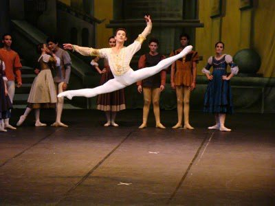 ryanishka:  man-also-dances:  Moacir Emanoel  Really?