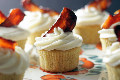 brit:  The perfect storm of bacon and beer, in cupcake form. These are definitely the manliest cupcakes we've ever made, and they'll be a huge hit on Father's Day, or any day!      These could be interesting!
