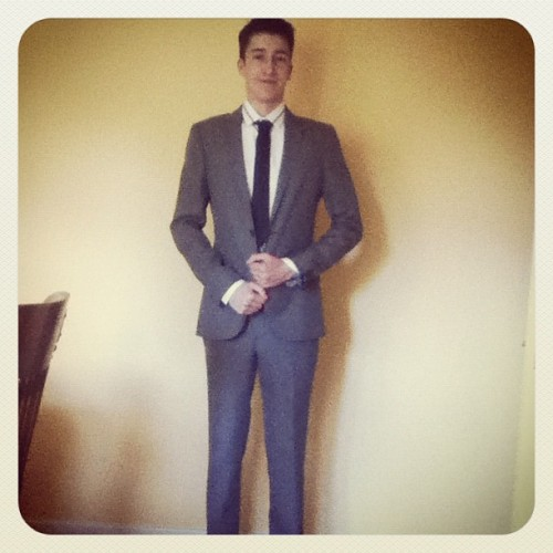 @ttttommy_m got a new suit today yum #maninsuit #slimfitsuit #suit #tie #blazer #smart (Taken with Instagram)