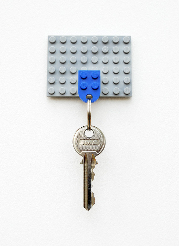 whereisthecoool:  DIY Lego Key Holder  hung.
