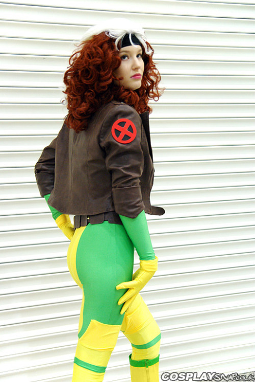 hezachan:  windofthestars:  graysongraves:  Just found this cosplayer on google image search. She is a gorgeous Rogue Give credit where credit is due.    This is a fantastic Rouge! Even the hair is spot on!  I could be wrong, but I'm pretty sure that is Ai Honey :3  Yep, that's Kelly aka Ai Honey!