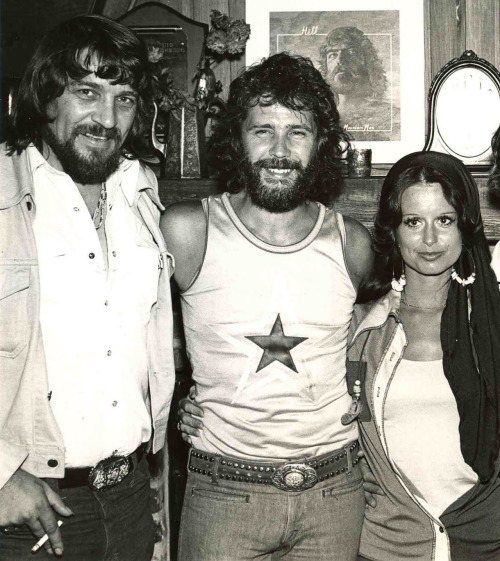 Waylon Jennings, Ken Mansfield and Jessi Colter.
