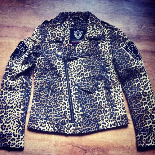 F2D LADIES LEOPARD BIKER JACKET. #ladies #f2d #f2dclothing #fashion #style #lifestyle #streetstyle #birmingham #brum #leopardprint #girls #women #instafashion #instagood #iphonesia #insta #teamf2d #rap #hiphop #jacket #swag #igs #igers #dope  (Taken with Instagram)