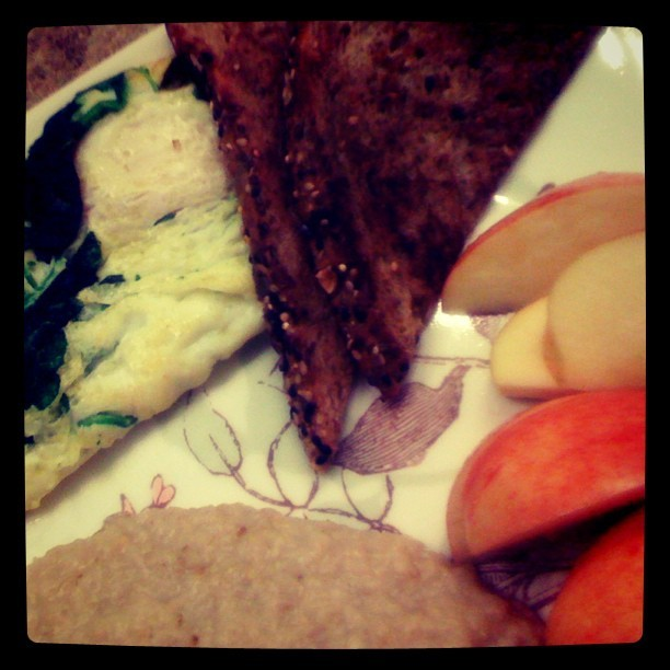 #breakfast #postworkoutmeal #organic #wheatbread #apples #plain #oatmeal #spinach #eggs #usual #macros #macronutrients #protien #goodcarbs #21wholegrains #veggies #healthy #lifestyle  (Taken with Instagram)