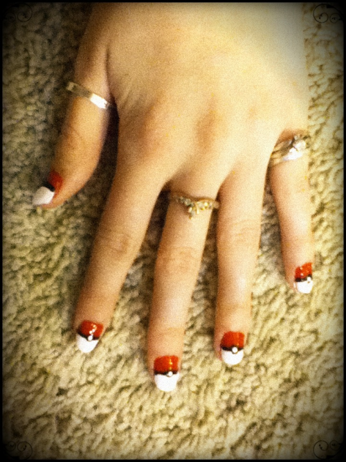 art-attempts:  Pokèmon pokèball nail art!  It looks like I could actually do this one…. But, then people might think I actually watch Pokemon…
