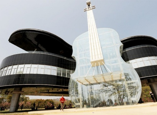 laughingsquid:  The Piano House, A Building in the Shape of a Grand Piano & A Violin