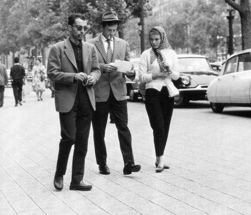 Jean-Luc Godard, Jean-Paul Belmondo and Jean Seberg on the set of Breathless (1960). (Via)