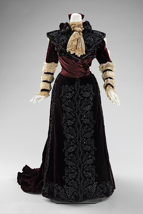 omgthatdress:  Dress 1890 The Metropolitan Museum of Art