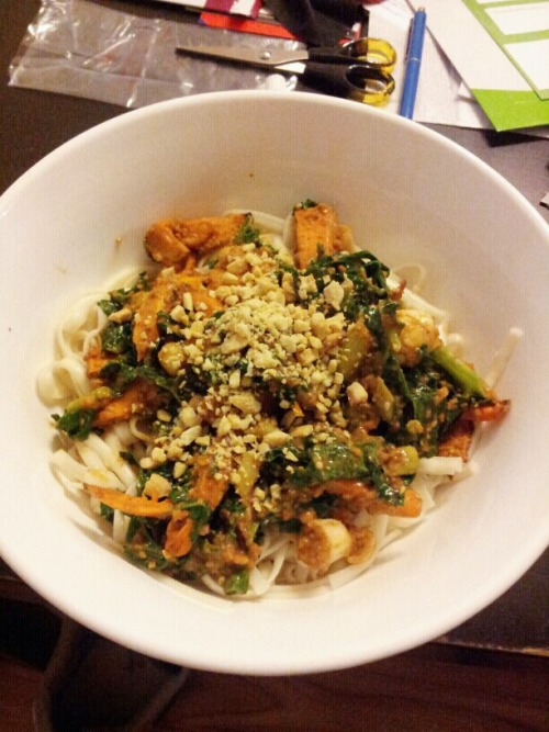 My dinner tonight. Sweet potato, kale and peanut noodles.  Recipe here…  http://www.vegkitchen.com/recipes/pasta-and-noodles/asian-noodles/noodles-with-peanut-sauce-and-broiled-kale-and-butternut-squash/  I subbed the butternut squash for sweet potato and also crumbled cashew on rather than peanuts (cause I had none)  Didn't take long and was delicious :)