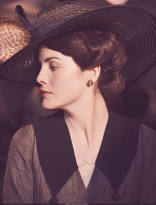 02/ 10 photos - Lady Mary Crawley