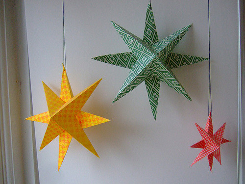 Tutorial: Super Simple Paper Stars (via annekata)