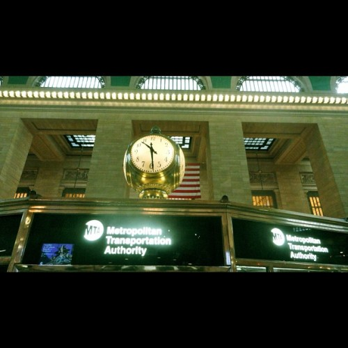 #newyork #newyorkcity #ny #nyc #grandcentral #grandcentralstn #station #grand #central #station #grandcentralstation #city #architecture  (Taken with Instagram)