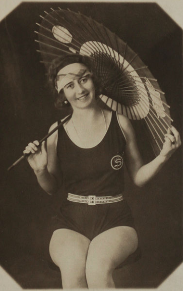 A Mack Sennett Bathing Beauty! So cute!