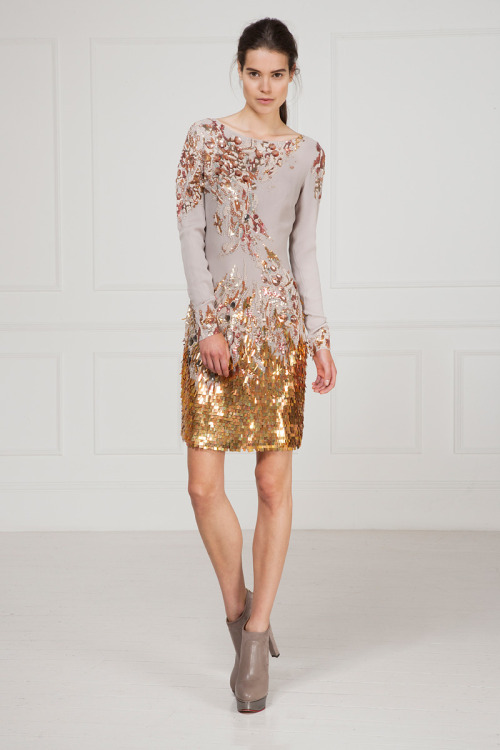 yourmothershouldknow:  Matthew Williamson Resort 2013 Flores y brillos con un toque digital. ….. Matthew Williamson Resort 2013 Flowers and sparkles with a digital touch.