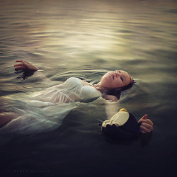 Hold on your memories before you drown by Ksenia.Klykova on Flickr.
