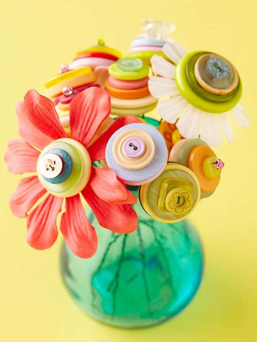 Super Cute Button Bouquet! :) How to here: http://www.bhg.com/holidays/fathers-day/gifts/fathers-day-gifts/#page=5