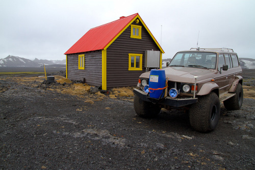 Jökulheimar hut So. A few weeks back I went on an epic road trip. Four huge jeeps, nine people and a huge glacier (Vatnajökull glacier in Iceland, the biggest glacier in Europe). I will be sharing photos from the trip over the next days. This is the hut where we spent our first night, at the edge of the glacier. In front of the hut is my friends trusted Land Cruiser, which is the car I mostly travelled in.