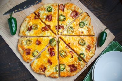 Jalapeno Popper Pizza with recipe (link)