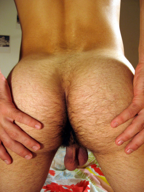 lovemanfur:  Ooooh so much is right in that pic. Nice round buns, dark furry crack and low hanging nuts…. MMMM.
