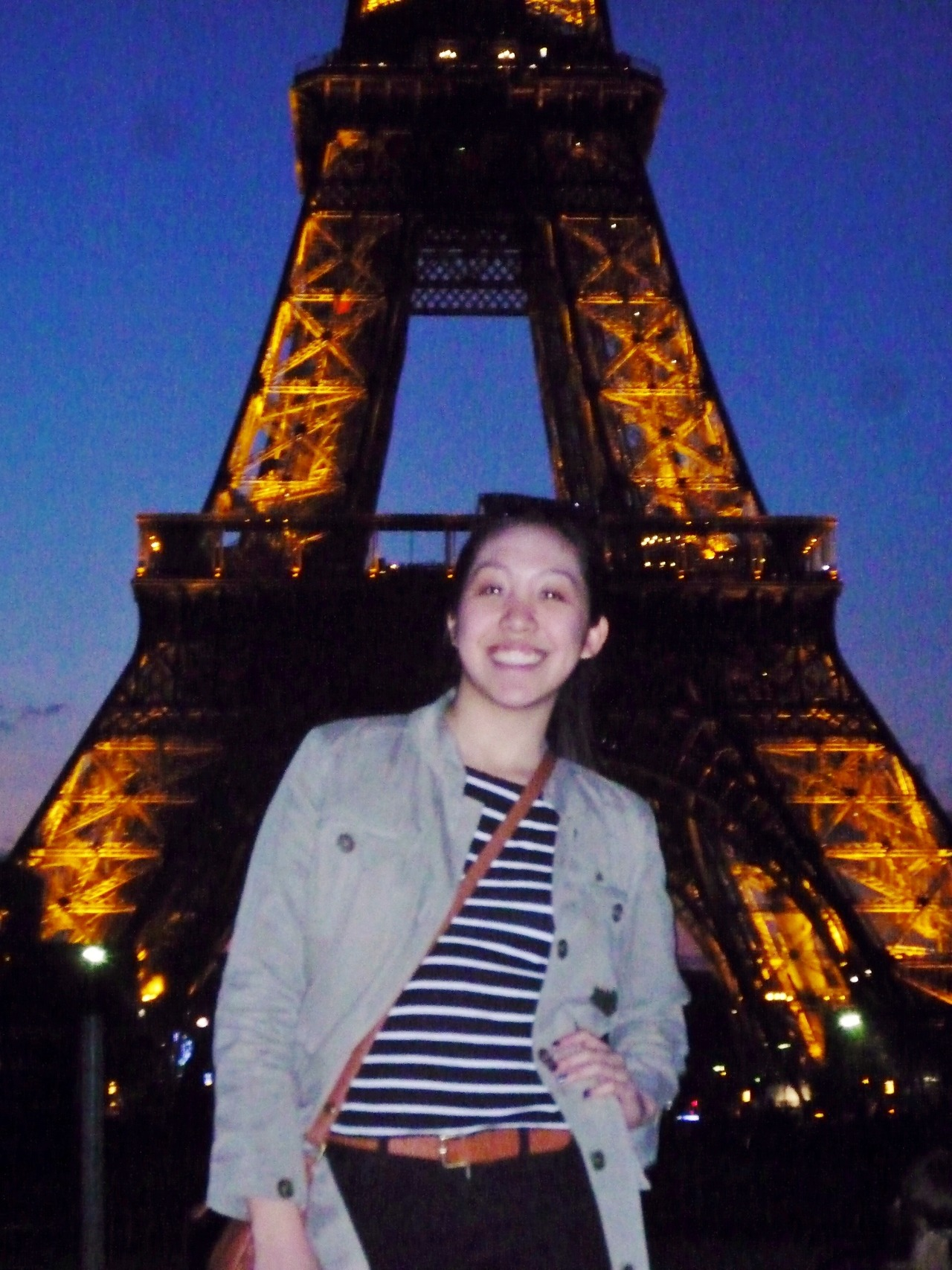 hi it's me in my dream city Paris 2 months ago and even though I look like an ultimate freak in this picture I miss it like crAzYYYY!!