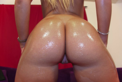 colombirican:  Oiled ass Colombian
