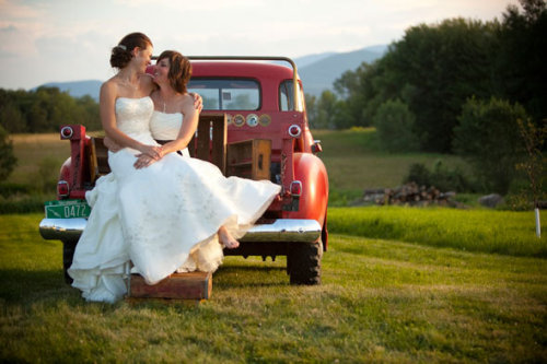 Emily and Kristen by Thea Dodds via 50 Adorable Photos of Lesbian Weddings