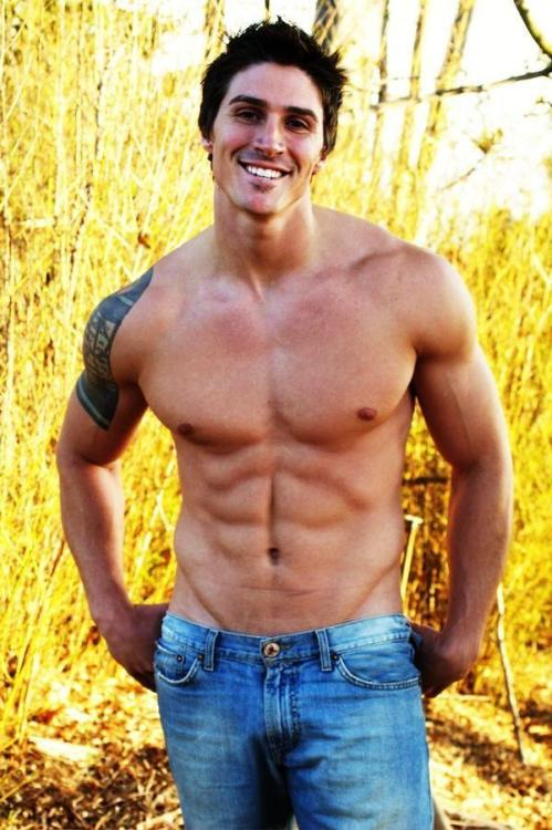 nakedmalecelebs1:  Big Brother 8's Nick Starcevic naked photo