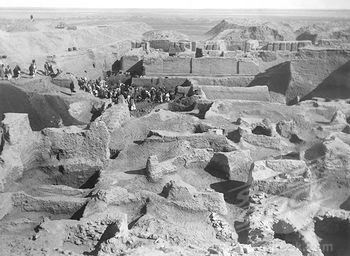 View of the excavations at Ur (2600-2400 B.C) in 1922-34  vintage photograph   © DeAgostini / SuperStock