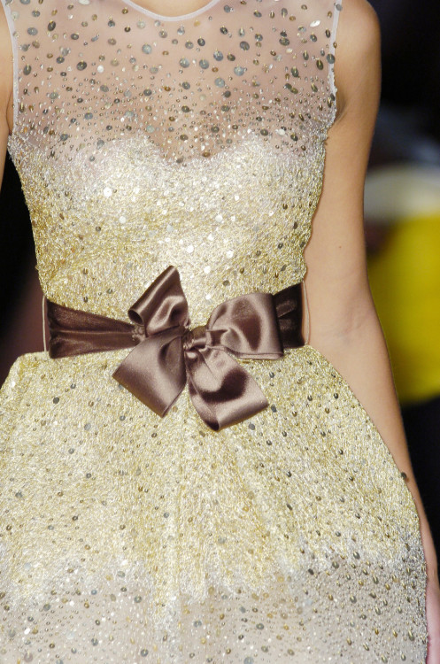 metamorphosis-style:  Oscar de la Renta New York Fall 2005