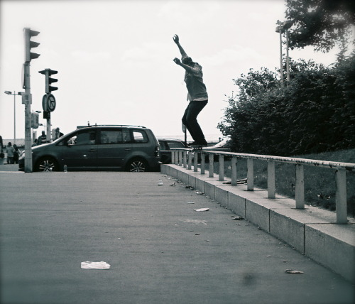 Matt Berger, Backside grind. Paris, France
