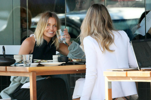 c-i—ty:  Lara Bingle at a cafe in Sydney