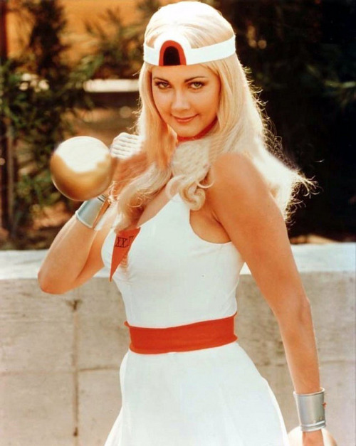 superseventies:  Lynda Carter in a different costume during an episode of Wonder Woman.