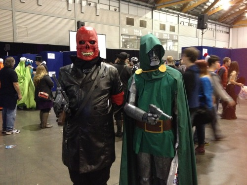 Red Skull hanging out with Dr Doom. At no point did this Red Skull take off his face and throw it into a fire.