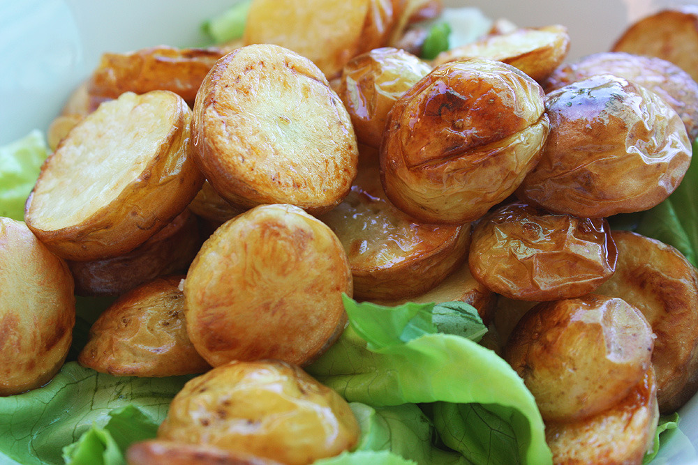 onlyhealthyfood:  Lunch: Roasted potatoes and salad :)