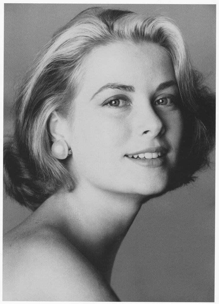 theniftyfifties:  Grace Kelly by Irving Penn, 1954.