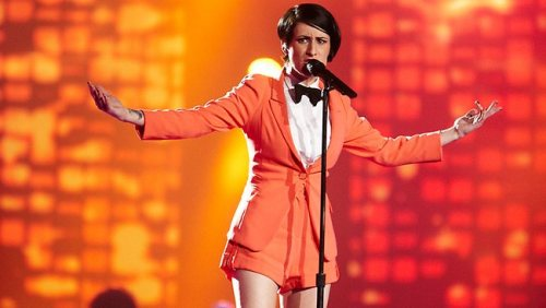 Diana Rouvas, semi-finalist of The Voice Australia, has been rocking some nifty tomboy femme looks lately. This is from her performance of Beyonce's Love on Top. According to The Voice: Suit: Macgraw Shirt: DangerfieldAccessories: Dr. Denim