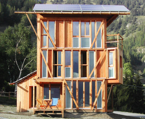 Another amazing self sufficient home built from locally sourced timber.