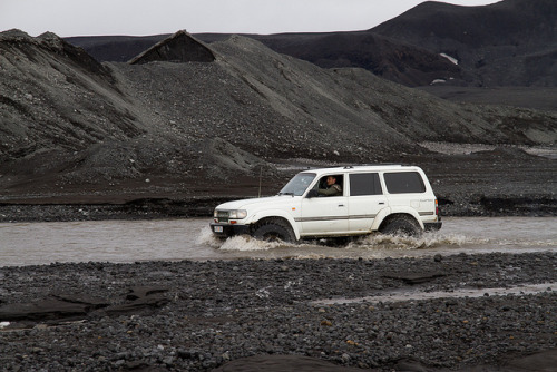 Fording Tungná River So. A few weeks back I went on an epic road trip. Four huge jeeps, nine people and a huge glacier (Vatnajökull glacier in Iceland, the biggest glacier in Europe). I will be sharing photos from the trip over the next days. Tungná is at the roots of Vatnajökull glacier and we had to cross it to get at the glacier.