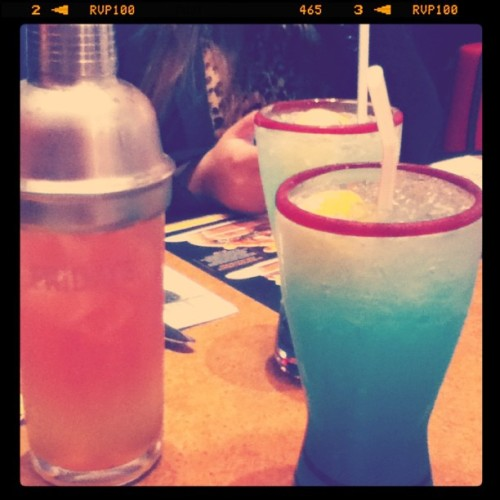 Drinks at TGI Fridays :) #margarita #electric #lemonade #TGIFridays #TGIF #instagram #photography  (Taken with Instagram)