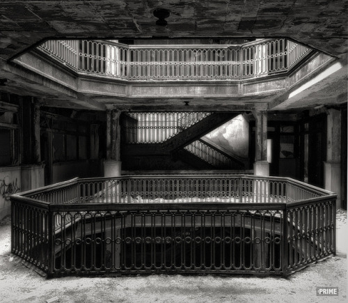 landscapelifescape:  abandoned Farewell Building, Detroit Michigan, USA Shoots & Ladders. by zPRIME