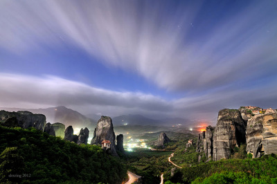 Full moon Meteora II | Kastraki, Thessalia, Greece© alexring