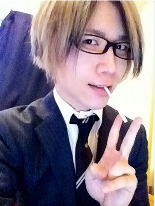 DC in a suit—! >///<